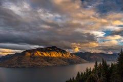 Lago Wakatipu con il supporto Nicholas, Nuova Zelanda Fotografia Stock