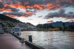 Lago Wakatipu em Queenstown com o céu dramático da manhã, Zeala novo Imagens de Stock Royalty Free