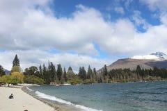 Lago Wakatipu, Nueva Zelanda, playa Queenstown fotos de archivo