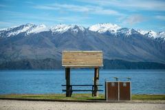 Lago Wanaka del día soleado, isla del sur, Nueva Zelanda. foto de archivo