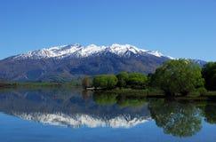 Lago Wanaka - reflexão Fotos de Stock Royalty Free