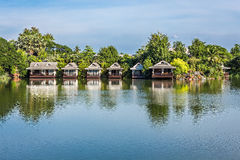 Lago waterfront del bungalow Immagini Stock