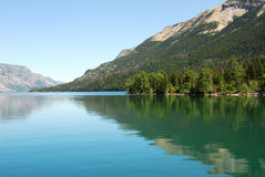 Lago Waterton e Mountain View Foto de Stock Royalty Free
