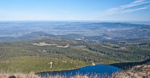Lago Wielki Staw em montanhas de Karkonosze Imagens de Stock Royalty Free