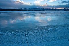 Lago winter do por do sol fotos de stock