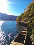 Lago y barco Lugu Fotos de archivo