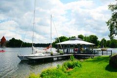 Lago y barcos Galves en la opinión del lago Imagen de archivo libre de regalías