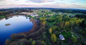 Lago y campo foto de archivo libre de regalías