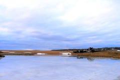 Lago y casa azules Fotografía de archivo libre de regalías