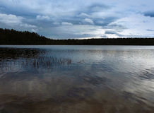 lago y cielo Fotos de archivo libres de regalías