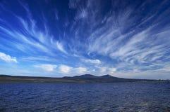 Lago y cielo azul Imagen de archivo libre de regalías