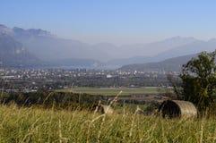 Lago y ciudad annecy Imagenes de archivo
