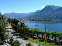 Lago y ciudad de Lugano Fotografía de archivo