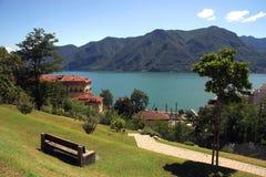 Lago y ciudad de Lugano Fotos de archivo