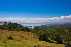 Lago y el cielo en Costa Rica Imágenes de archivo libres de regalías