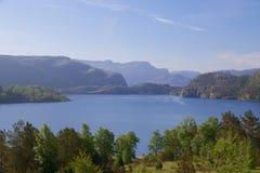 Lago y embarcadero 008 Revsvatnet Foto de archivo
