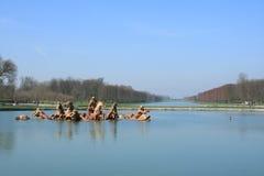 lago y jardín del palacio de Versalles imagenes de archivo