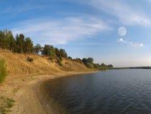 Lago y luna Imágenes de archivo libres de regalías