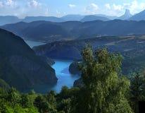 Lago y Mont Aiguille Monteynard Fotografía de archivo