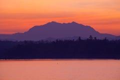 Lago y montaña Foto de archivo libre de regalías