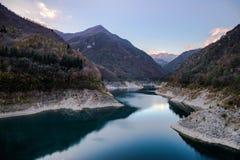 Lago y montañas Imagen de archivo libre de regalías