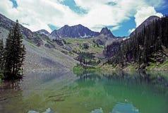 Lago y montañas alpestres imágenes de archivo libres de regalías