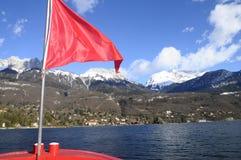 Lago y montañas annecy Foto de archivo libre de regalías