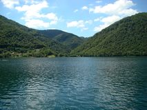 Lago y montañas en Bosnia y Herzegovina fotografía de archivo libre de regalías