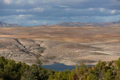 Lago y montañas en el área de Setif Foto de archivo libre de regalías