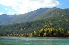 Lago y montañas sky Foto de archivo libre de regalías