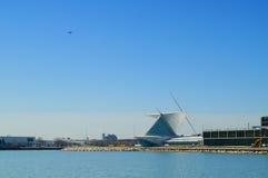Lago y museo de arte Milwaukee Fotos de archivo libres de regalías