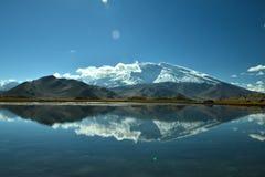 Lago y Muztagh Ata karakul Imagen de archivo libre de regalías