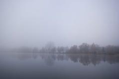 Lago y niebla Imagen de archivo
