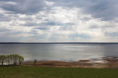 Lago y nubes Imagenes de archivo