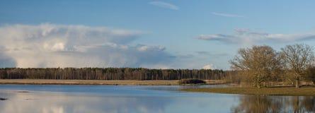 Lago y panorama de la nube Fotografía de archivo libre de regalías