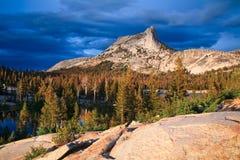 Lago y pico cathedral Foto de archivo libre de regalías