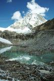 Lago y pico Ranrapalka Imágenes de archivo libres de regalías