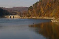 Lago y presa fotografía de archivo libre de regalías