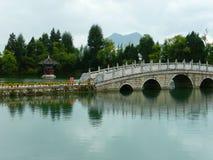 Lago y puente Imagen de archivo