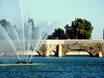 Lago y puente Foto de archivo libre de regalías