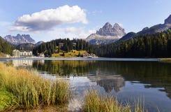 Lago y Tre Cime di Lavaredo Misurina Imagen de archivo