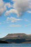 Lago y volcán Tarawera Fotos de archivo