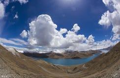 Lago Yamdrok Imágenes de archivo libres de regalías