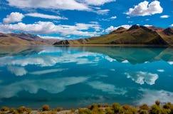 Lago Yamdrok: El viajar en Tíbet fotografía de archivo libre de regalías