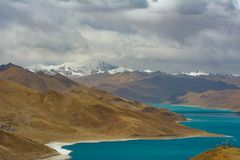 Lago Yamdrok em Tibet foto de stock