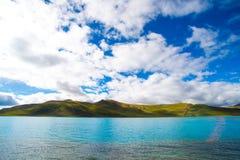 Lago Yamdrok em Tibet, China Imagens de Stock Royalty Free