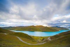 Lago Yamdrok em Tibet, China Imagem de Stock