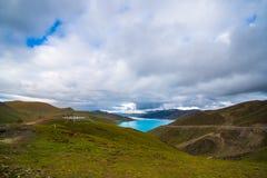 Lago Yamdrok em Tibet, China Foto de Stock Royalty Free