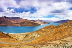 Lago Yamdrok nel Tibet, Cina Fotografie Stock Libere da Diritti