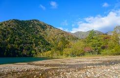 Lago Yunoko en otoño, en Nikko, Japón Foto de archivo libre de regalías